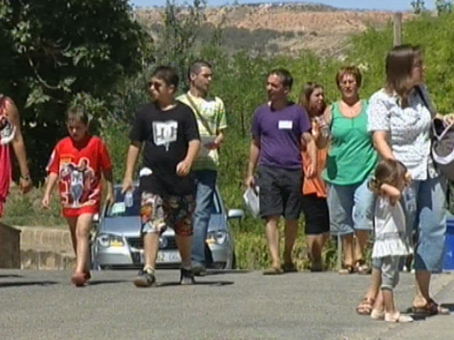 En Castelnou, Teruel, el ayuntamiento quiere repoblar el pueblo con familias