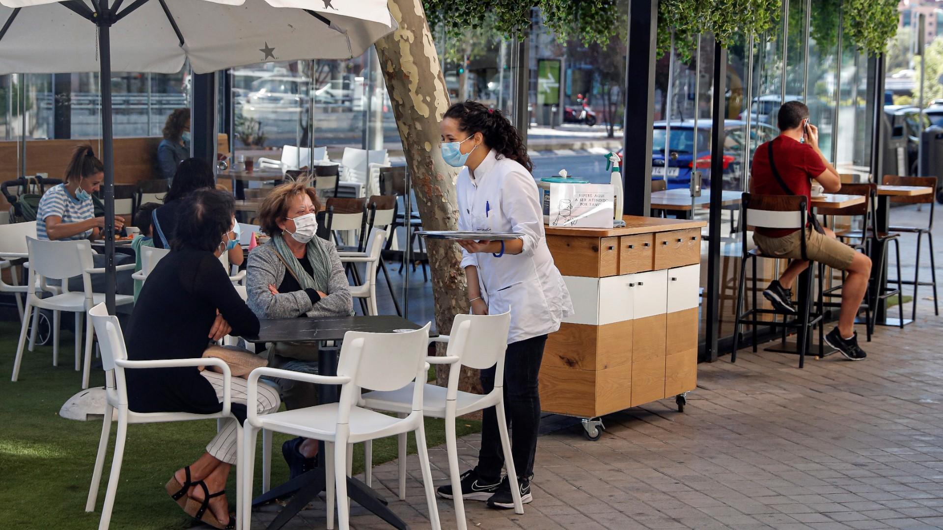La hostelería de los barrios afectados de Madrid clama contra las restricciones: «No sabemos cuánto podremos aguantar»