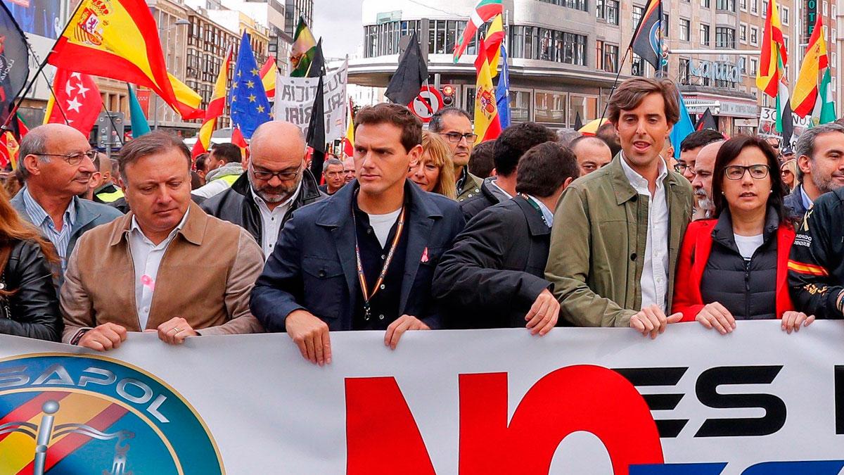 """Rivera pide a Sánchez que """"actúe de una vez por todas"""" ante los disturbios en Cataluña"""