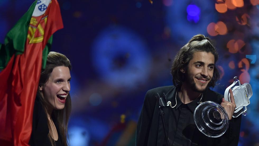 Eurovisión 2017 - Salvador canta con su hermana para celebrar su victoria