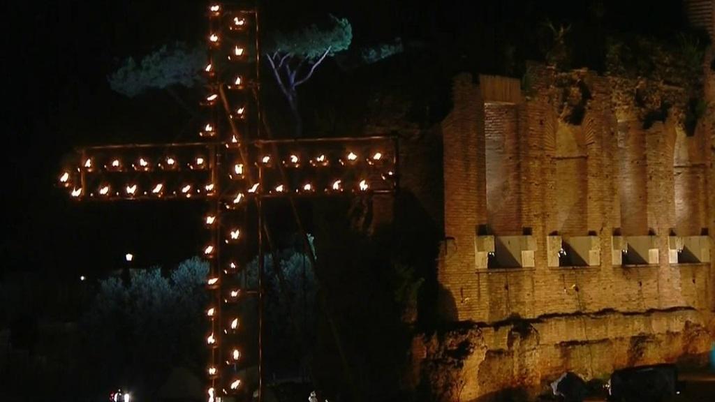 Via Crucis desde el Coliseo de Roma