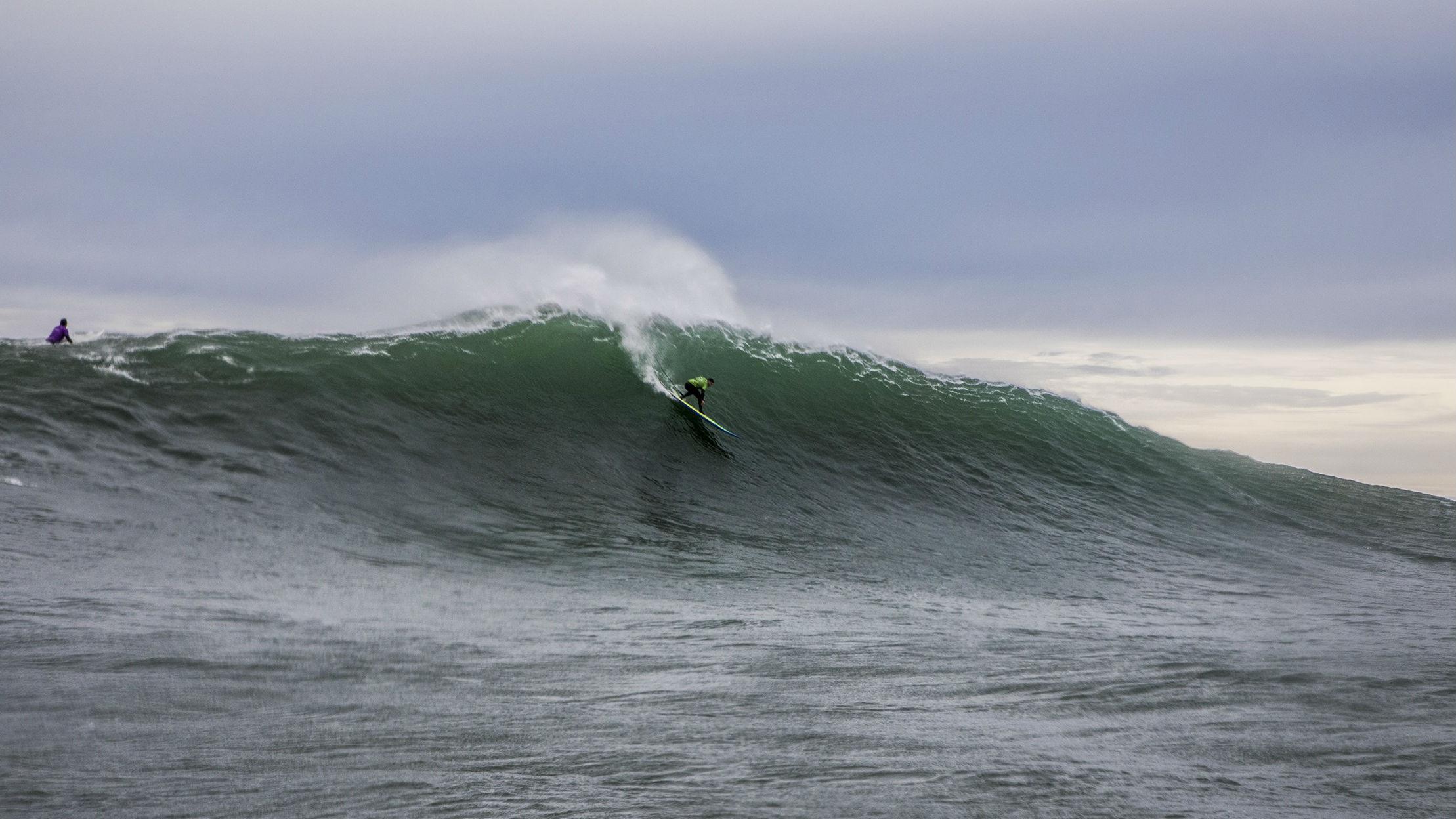 Surfeando la Vaca Gigante