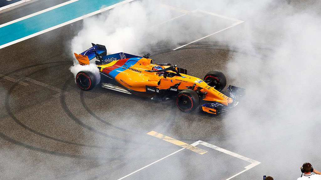 Fórmula 1 girando sobre si mismo en el asfalto !Grande Alonso! ;)