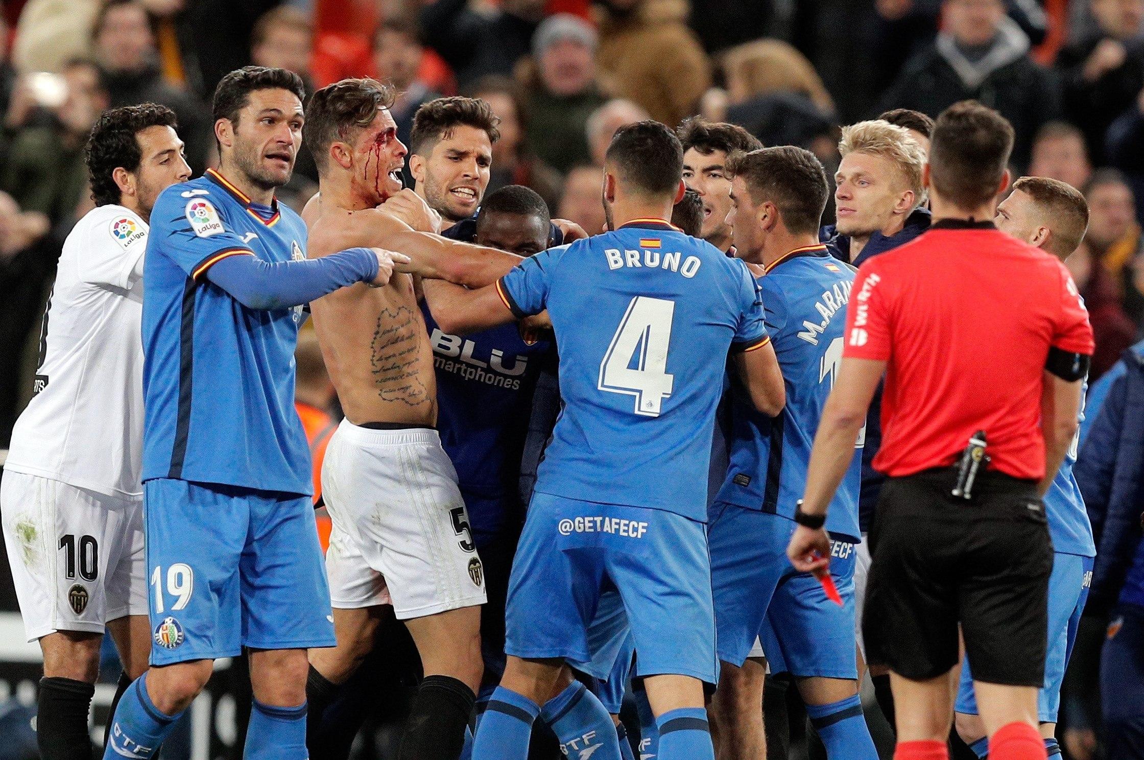 Vergonzoso final en Mestalla con agresiones e insultos entre los jugadores del Valencia y Getafe
