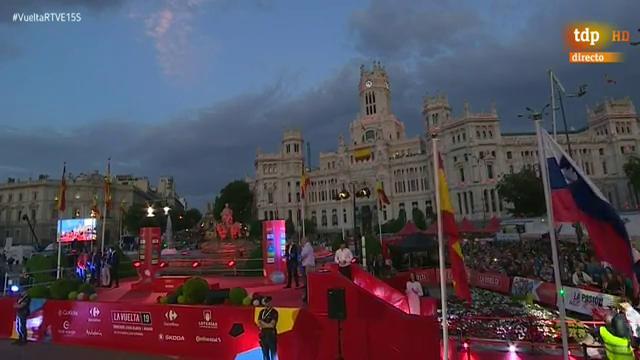 Vuelta a España 2019 | El himno de Eslovenia suena en Madrid en honor al campeón Roglic