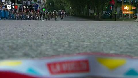 Vuelta a España 2019 | Jakobsen se impone en el 'sprint' de las calles de Madrid