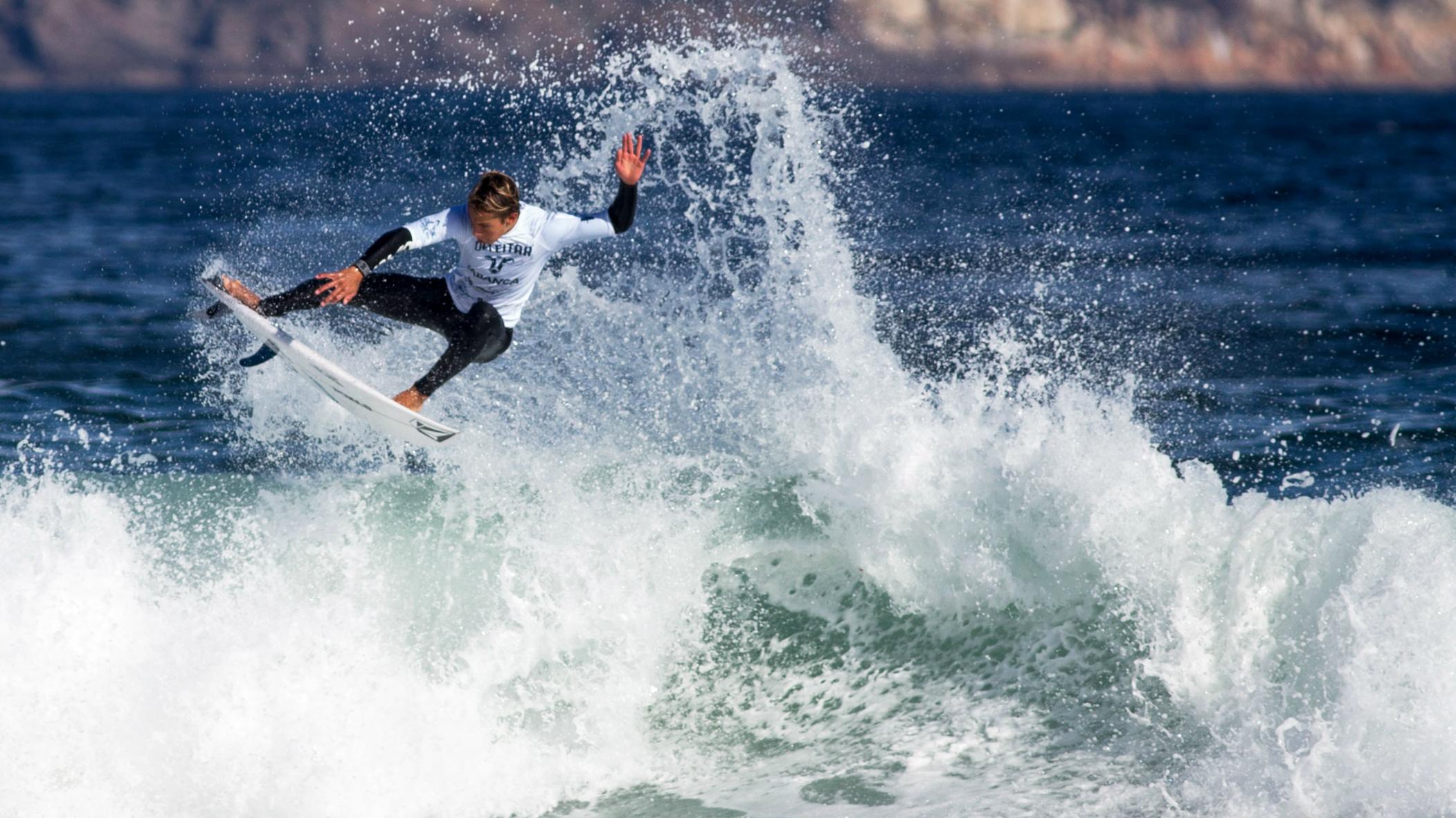 Yael Peña y Sara Urresti triunfan en el II Open de surf Esteiro