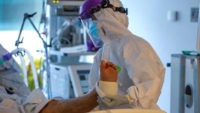 """Alarma en las UCI de Madrid: """"Podemos quedarnos sin recursos para atender a todo tipo de pacientes"""""""