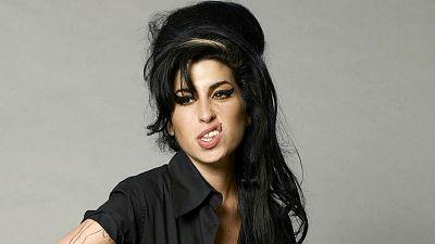 Así suenan los 10 temas más emblemáticos de Amy Winehouse
