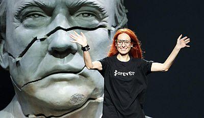 Ana Locking gana el Premio Nacional de Diseño de Moda