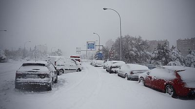 Más de 1.500 conductores rescatados tras 15 horas atrapados sin agua ni comida por el temporal de nieve