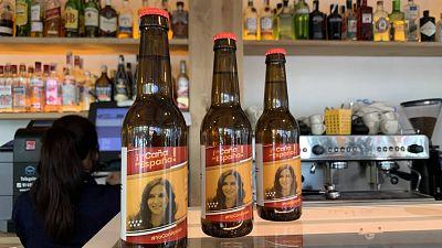 """Ayuso, la 'reina' en los bares en Madrid: """"Tienes que votar a quien te da de comer"""""""