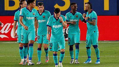 El Barça se agarra a la Liga tanto dentro como fuera del campo