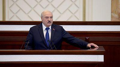"""Lukashenko insiste en que cumplió las normas con el avión de Ryanair y denuncia una """"guerra híbrida"""" contra su país"""