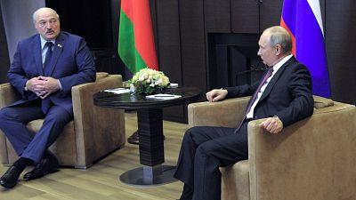 Lukashenko se entrevista con Putin y acusa a Occidente de querer desestabilizar Bielorrusia