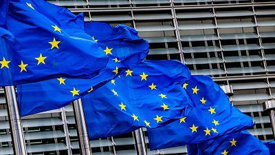 Bruselas propone mantener suspendidas en 2022 las normas de déficit y deuda públicos