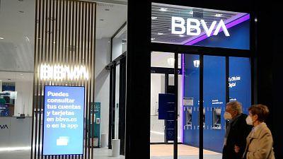 Menos bancos pero más grandes: así ha cambiado el panorama bancario en España en la última década
