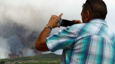 """Los vecinos temen el avance de la lava en La Palma: """"Ahora a esperar que no se nos lleve la casa"""""""