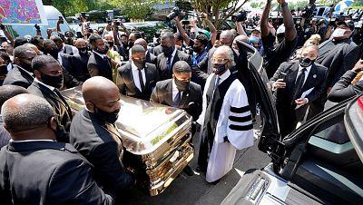 Cientos de familiares y amigos dan el último adiós a George Floyd en una ceremonia televisada
