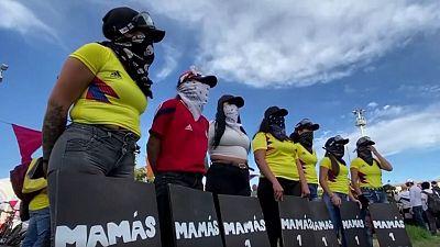 'Mamás primera línea': 14 mujeres que se han convertido en símbolo de las protestas en Colombia