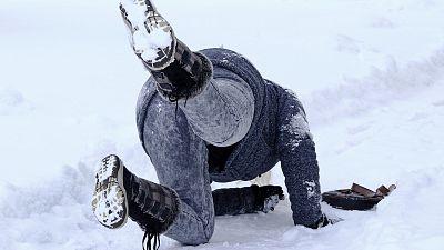 ¿Cómo evitar caídas por el hielo?