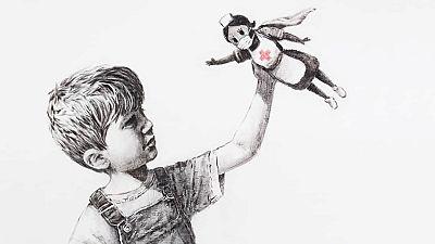 Banksy convierte a los sanitarios en superhéroes y dona la obra a un hospital
