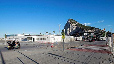 """Los sanitarios españoles en Gibraltar, los primeros en vacunarse: """"Es una buena noticia, pero hay miedo"""""""