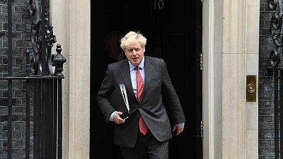 """Johnson hace obligatorias las mascarillas en restaurantes y tiendas ante el """"peligroso"""" momento que vive Reino Unido"""