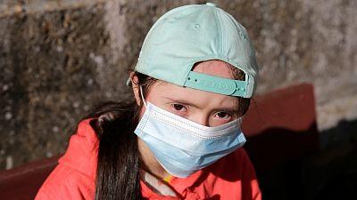 Falta de contacto, mascarillas y brecha digital: las barreras del coronavirus para las personas con síndrome de Down