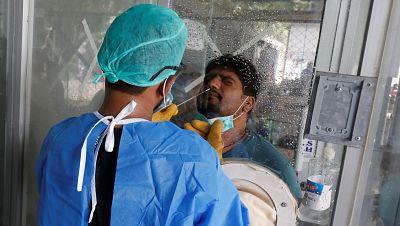 El coronavirus suma ya diez millones de contagios y medio millón de muertos en el mundo en una expansión sin freno