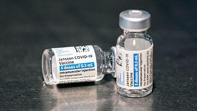 Sanidad y las comunidades acuerdan vacunar con Janssen a menores de 60 años y a colectivos vulnerables