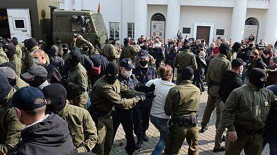 Decenas de detenidos durante una marcha de mujeres en el centro de Minsk