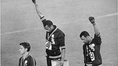 Puño en alto o de rodillas, las protestas raciales en el deporte estadounidense