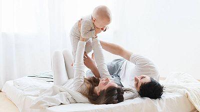 El descenso de la natalidad, un síntoma social más allá de los datos demográficos