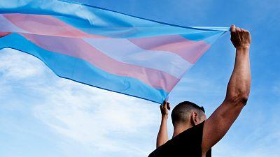 Las claves de la futura 'ley trans': por qué hay posturas enfrentadas dentro del feminismo