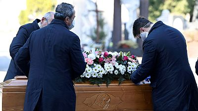 """Despedir a un ser querido sin velatorio ni funeral: """"Es inhumano no poder abrazarse en el dolor"""""""
