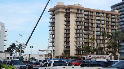Detienen la búsqueda de víctimas en el edificio derrumbado parcialmente en Miami antes de su demolición total