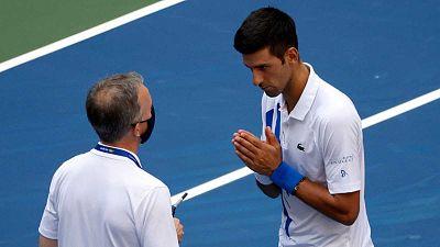 """Djokovic, """"triste y vacío"""", pide perdón por su comportamiento"""