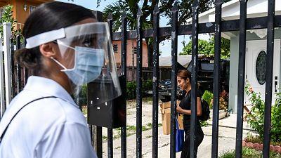EE.UU. encadena un nuevo récord de contagios de coronavirus mientras los estados reculan en la desescalada