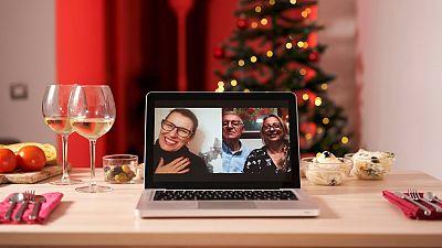 """""""Abuelo, no quiero que sea tu última Nochevieja"""": los dilemas familiares ante las Navidades más extrañas"""