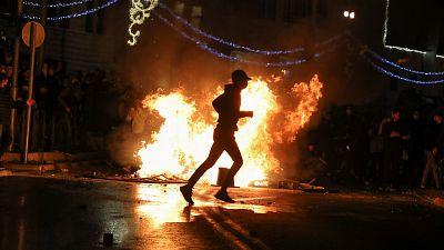 Fuertes altercados entre los palestinos y la policía israelí en el corazón Jerusalén