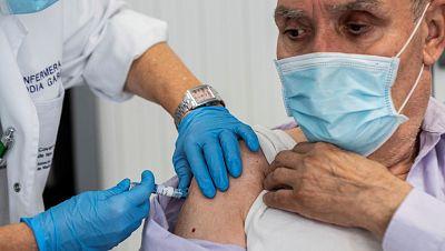 El Gobierno fija tres etapas para la vacunación: los primeros serán el personal sanitario de las residencias y sus usuarios
