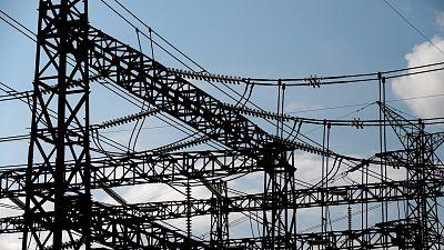El Gobierno aprueba su plan de choque eléctrico para bajar la factura de la luz un 22% hasta final de año