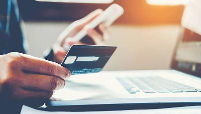 """El Gobierno regula la figura del """"consumidor vulnerable"""" y obliga a las empresas a prestarles apoyo adicional"""