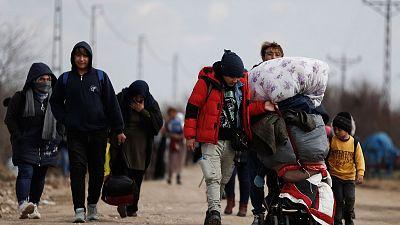 Grecia evita que miles de migrantes crucen la frontera con Turquía mientras se eleva la tensión