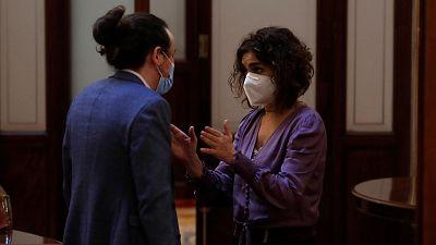"""Discusión entre Iglesias y María Jesús Montero en los pasillos del Congreso: """"No seas cabezón"""""""