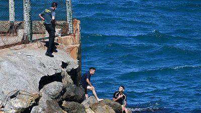 Cerca de 6.000 migrantes entran a nado y en balsa en Ceuta en plena tensión diplomática con Marruecos