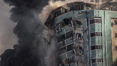 Israel intensifica sus ataques y destruye la sede de varios medios internacionales en Gaza