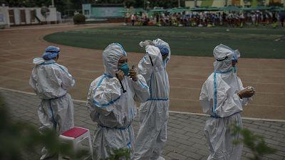 El jefe epidemiólogo de China da por controlado el brote de coronavirus detectado en un mercado de Pekín