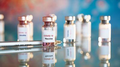 Johnson & Johnson empezará a probar una vacuna de la COVID-19 en humanos en julio